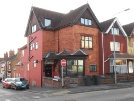 2 bed flat to rent in Monks Road, Lincoln