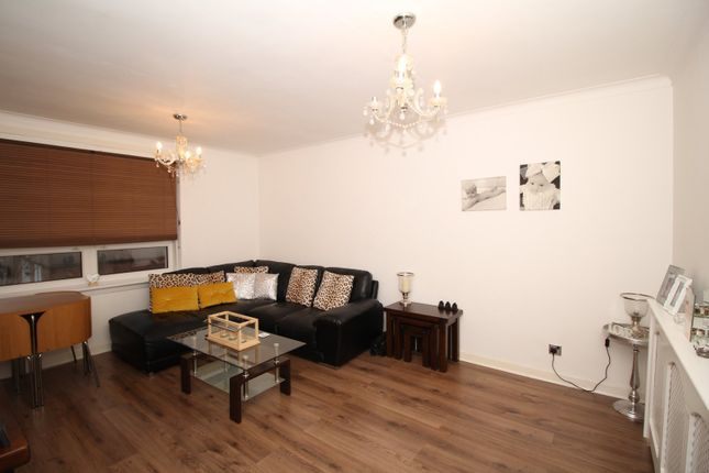 Living Area of Kinnell Path, Glasgow, Lanarkshire G52