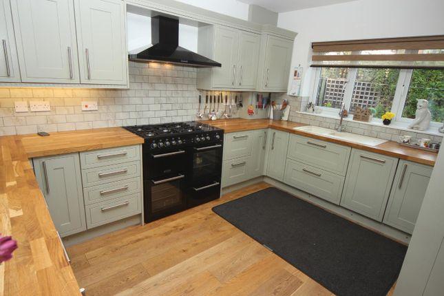 L Shaped Living Kitchen