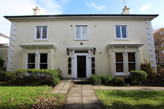 2 bed flat to rent in Crescent Road, Worthing BN11