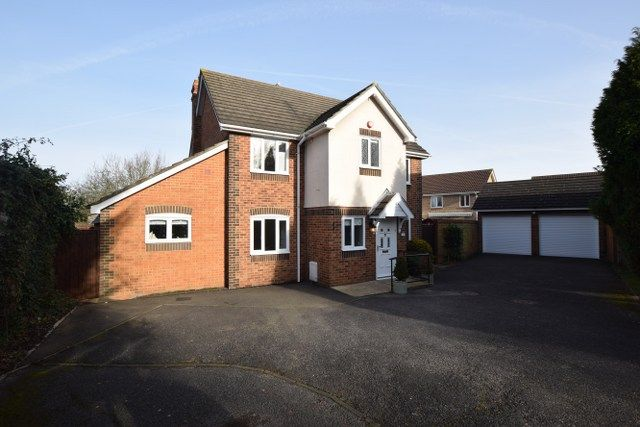 Thumbnail Detached house for sale in Nottingham Way, Langdon Hills