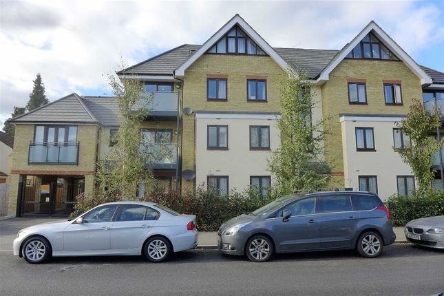Thumbnail Flat to rent in 10 Swan Road, West Drayton, Middlesex