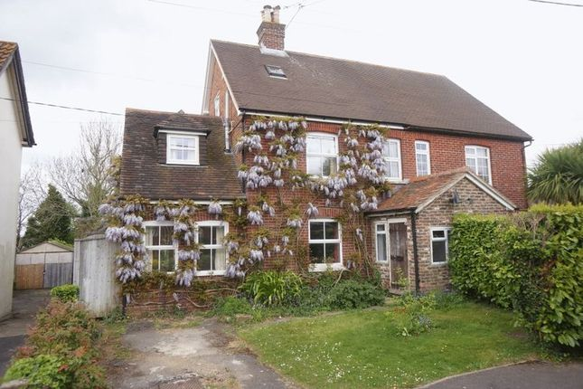 Thumbnail Cottage to rent in Mount Pleasant Road, Lindford, Bordon