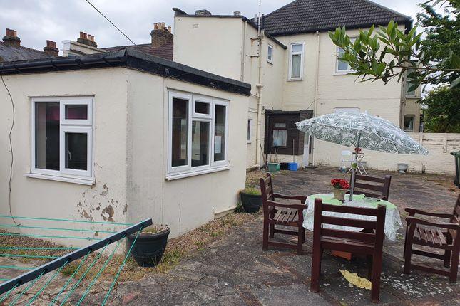 Thumbnail Detached house to rent in Walton Road, Hoddesdon
