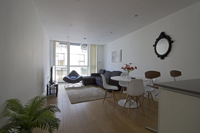 Thumbnail Triplex to rent in Times Sq, London