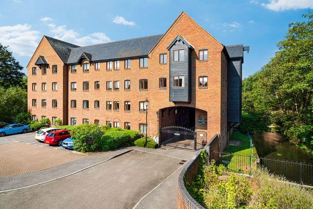 2 bed flat for sale in Silk Lane, Twyford RG10