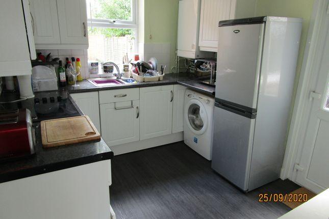 Modern Kitchen of Cobden Street, Derby DE22