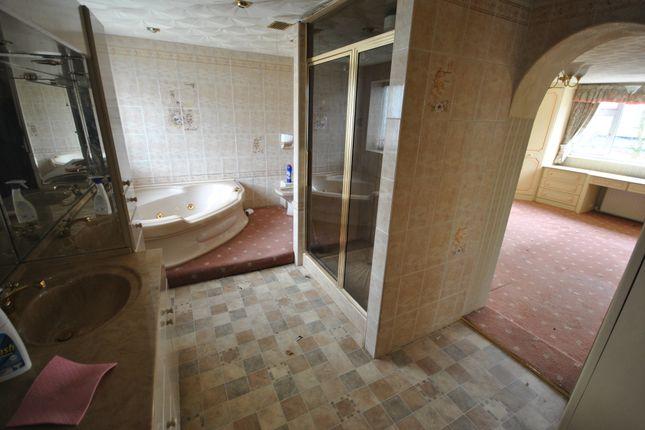 En-Suite of Rivington Crescent, Pendlebury, Swinton, Manchester M27