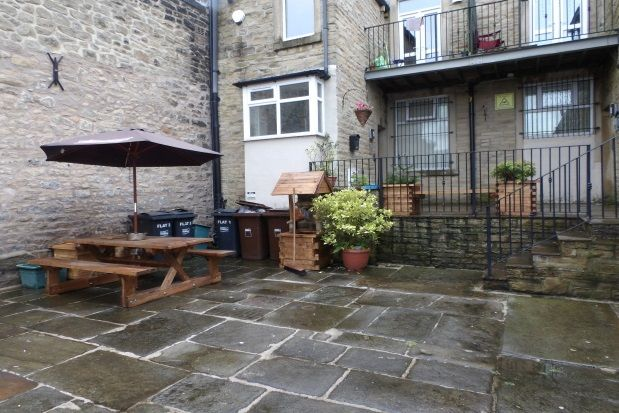 2 bed flat to rent in Victoria Court, Back Albert Road, Colne