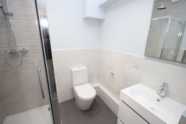 Master En Suite of Bay Court, Harbour Road, Seaton EX12