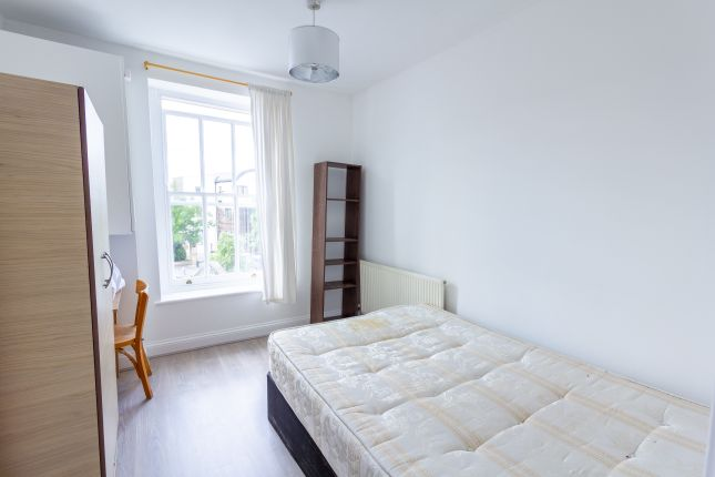 Thumbnail Flat to rent in Voltaire Road, Clapham North, Clapham Common, London