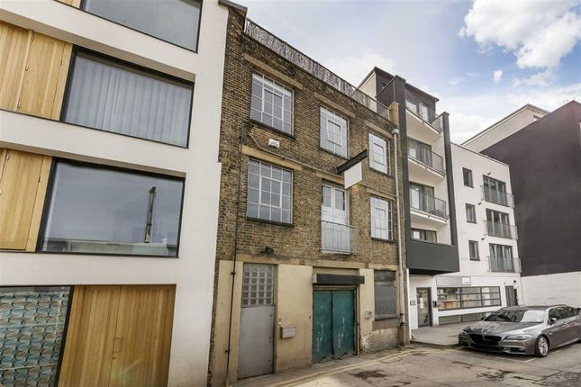 Thumbnail Flat for sale in Long Street, London