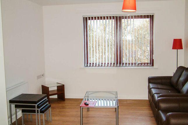 2 bed flat to rent in Gunnersbury Lane, London