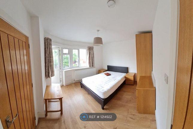 Room to rent in Kenton Lane, Harrow