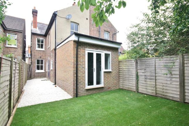 2 bed maisonette to rent in Victoria Road, Guildford, Surrey