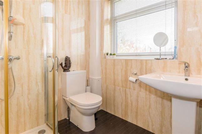 Bathroom of Smalewell Green, Pudsey LS28