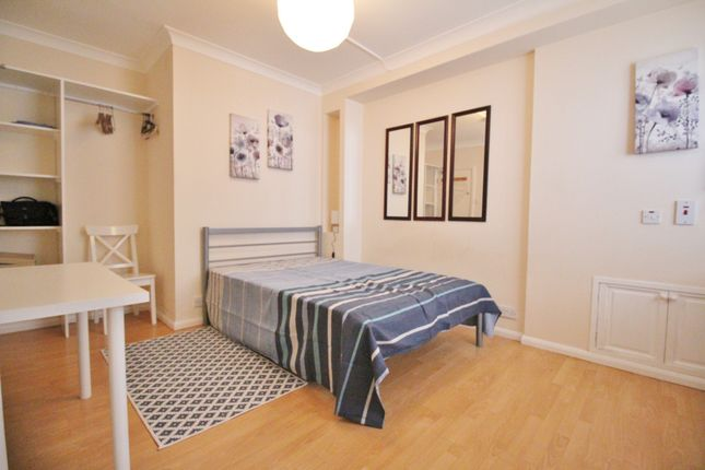 Studio to rent in Kings Avenue, Muswell Hill