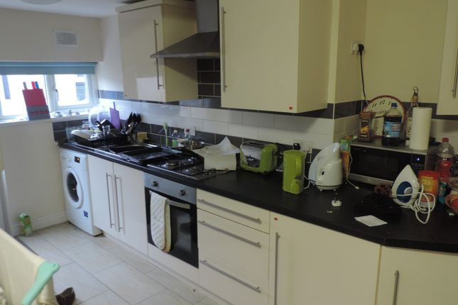 Flat to rent in Gordon Road, Cathays, Cardiff