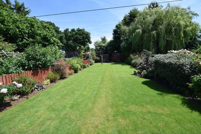 Thumbnail Semi-detached house for sale in Merton Way, Yarnton, Kidlington