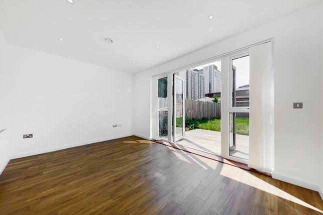 Thumbnail Town house to rent in Reynard Way, Brentford