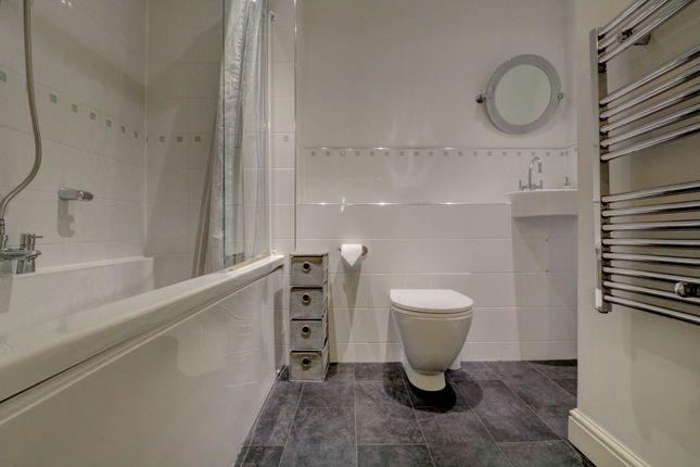 Bathroom of Old Watling Street, Canterbury CT1