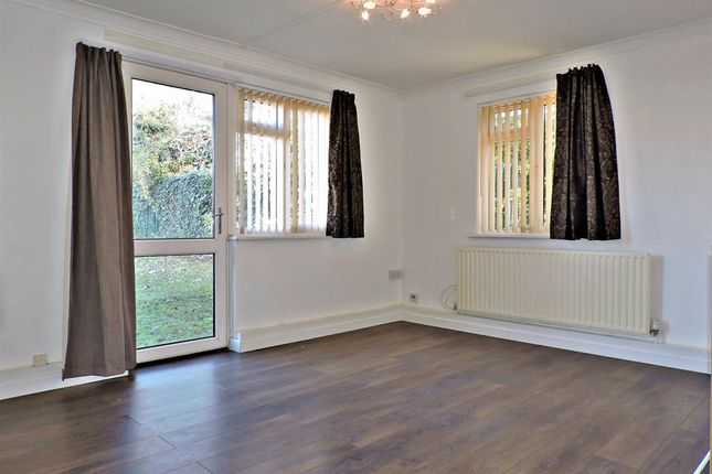 2 bed flat to rent in Lunedale Road, Dartford