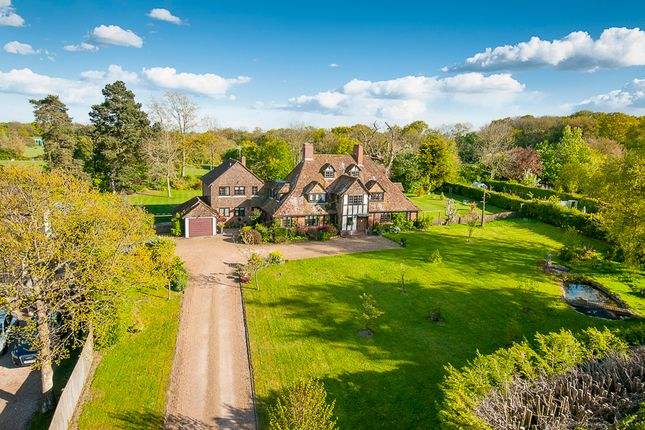 Thumbnail Country house for sale in Pluckley Road, Charing