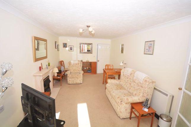 Lounge of Chilcote Close, Torquay TQ1