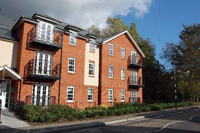 2 bed flat to rent in Station Road, Harpenden AL5