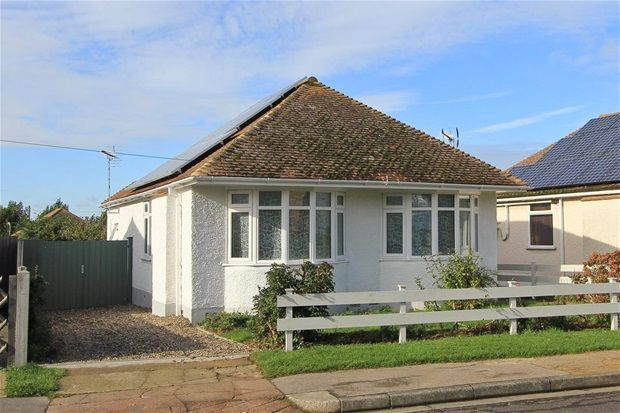 Thumbnail Detached bungalow to rent in West Cliff Gardens, Herne Bay