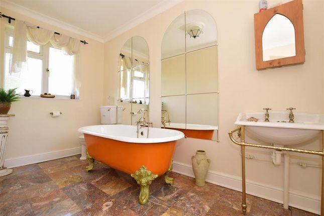 En-Suite of Faversham Road, Kennington, Ashford, Kent TN24