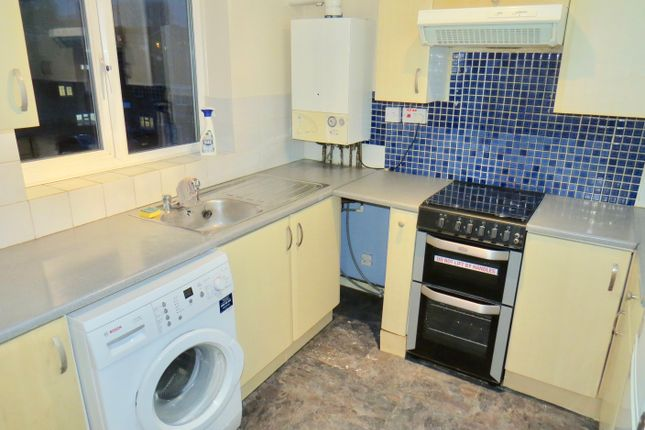 2 bed flat to rent in Silverbirch Close, Friern Barnet