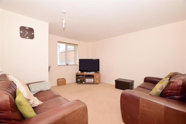Thumbnail Town house for sale in Adams Drive, Ashford, Kent