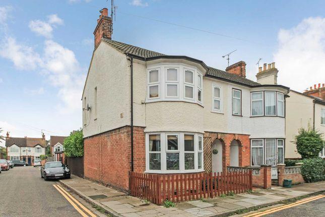 Thumbnail Flat to rent in Abbotts Road, Aylesbury, Buckinghamshire