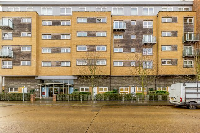 Thumbnail Flat for sale in Cherrydown East, Basildon, Essex