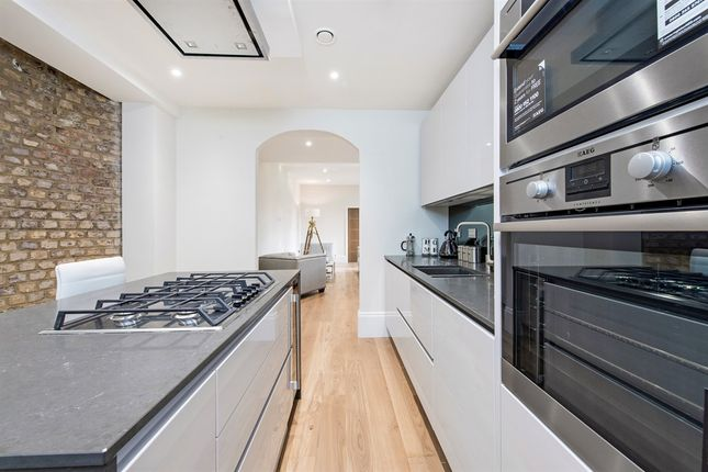 Thumbnail Flat for sale in Crown Drive, Farnham Royal, Slough