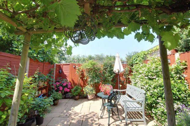 2 bed end terrace house for sale in Bulls Cross, Enfield EN2