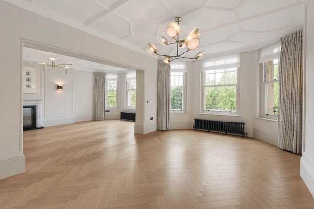 Thumbnail Flat to rent in Oakwood Court, London