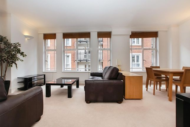 2 bed flat to rent in Little Britain, London EC1A