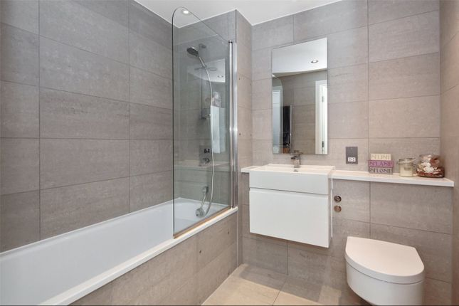 Thumbnail Flat to rent in Love Lane, Woolwich