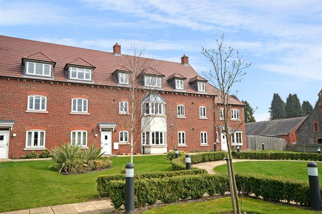 2 bed flat for sale in Avian Avenue, Curo Park, Frogmore, St.Albans AL2