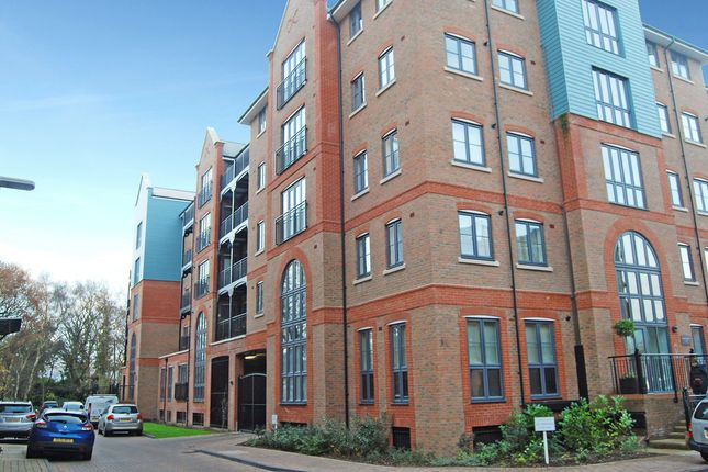 2 bed flat to rent in Cannons Wharf, Tonbridge
