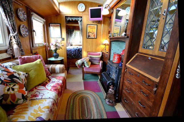 Dolly Lounge of Rhydlewis, Llandysul SA44