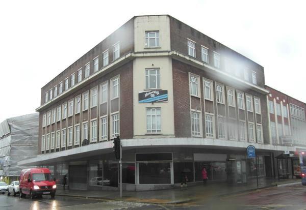 Retail premises to let in 58/60, The Kingsway, Swansea