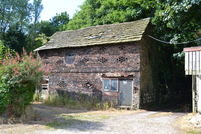 Thumbnail Barn conversion for sale in Preston Road, Clayton-Le-Woods