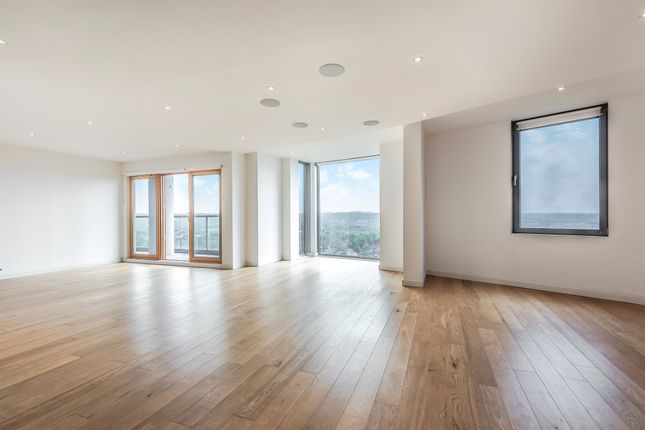 Thumbnail Flat for sale in Altyre Road, Croydon
