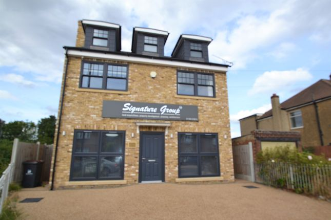 Thumbnail Flat to rent in Station Road, Gidea Park, Romford