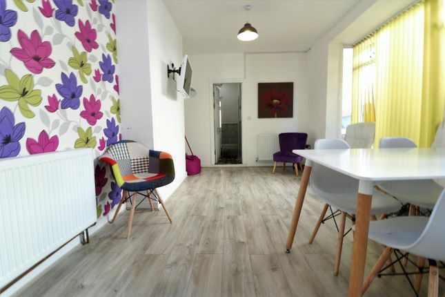 Lounge 2 of Room 6, Mayfield Street, Hull HU3