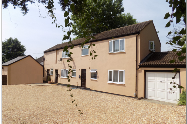 2 bed maisonette to rent in Guildford Road, Ash, Surrey
