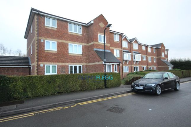Thumbnail Flat to rent in Walpole Road, Burnham, Slough